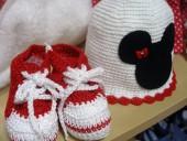 Conjunto bebé sapatinhos e chapéu minnie em linha